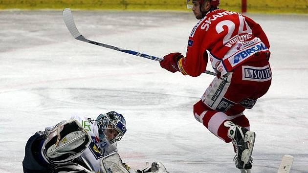 Michal Vondrka ve Vítkovicích vstřelil gól.