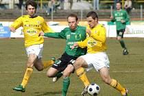 Bohemians (netradičně ve žlutém) vyhráli v Sokolově 2:1.