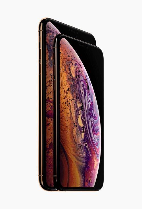 Srovnání velikostí iPhonů Xs a Xs Max.