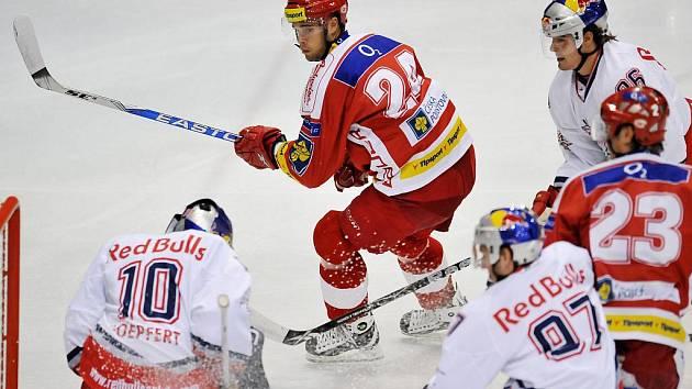 Hokejová Slavia v duelu s Red Bull Salzburg.