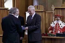 Prezident Miloš Zeman a ministr školství Petr Fiala společně jmenovali 11. června v pražském Karolinu nové profesory vysokých škol.