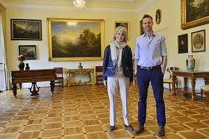 Baronka Jana Germenis-Hildprandt a její syn Stephanos Germenis-Hildprandt. Majitelé zámku Blatná.