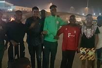Ve Slavii je na testech talentovaný Musa Abdulrasheed (uprostřed).