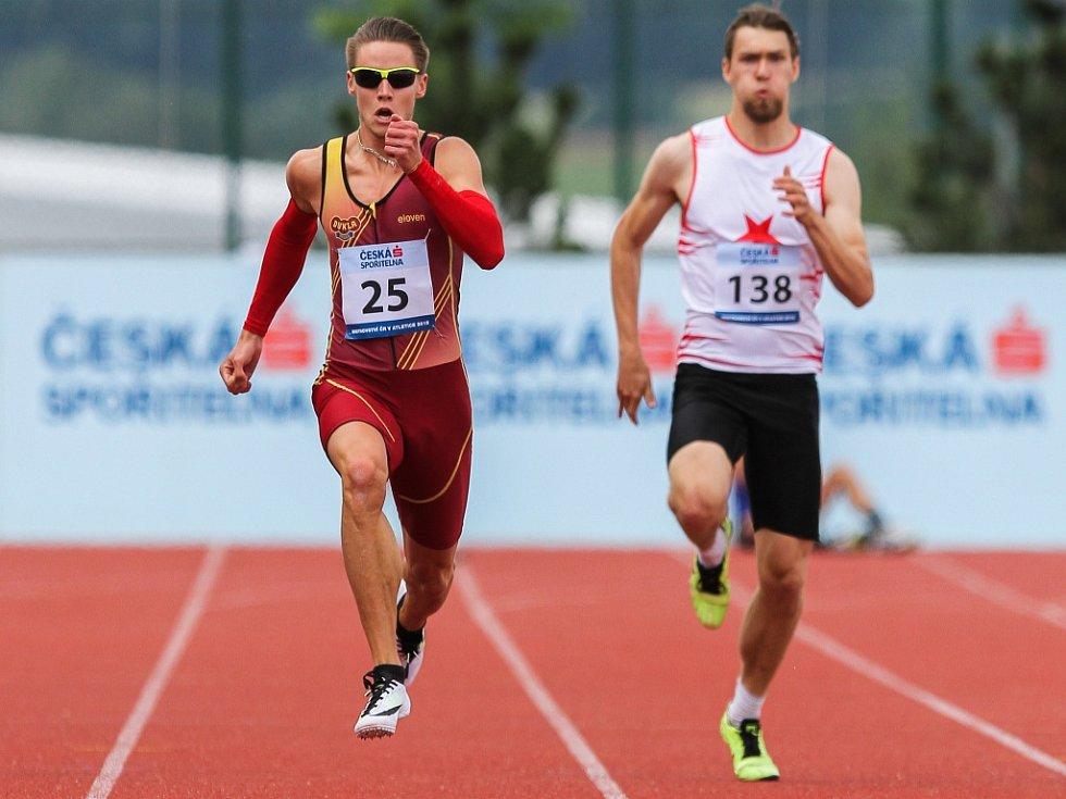 Pavel Maslák (vlevo) na mistrovství ČR zazářil v běhu na 200 metrů.