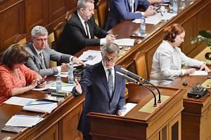 Andrej Babiš v Poslanecké sněmovně před hlasováním o nedůvěře vlády.
