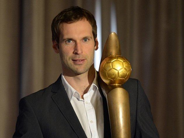 Brankář Petr Čech se Zlatým míčem pro nejlepšího fotbalistu České republiky.