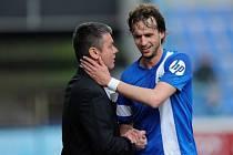 Nový trenér Liberce David Vavruška (vlevo) gratuluje Marku Jarolímovi k vítěznému gólu proti Slovácku.