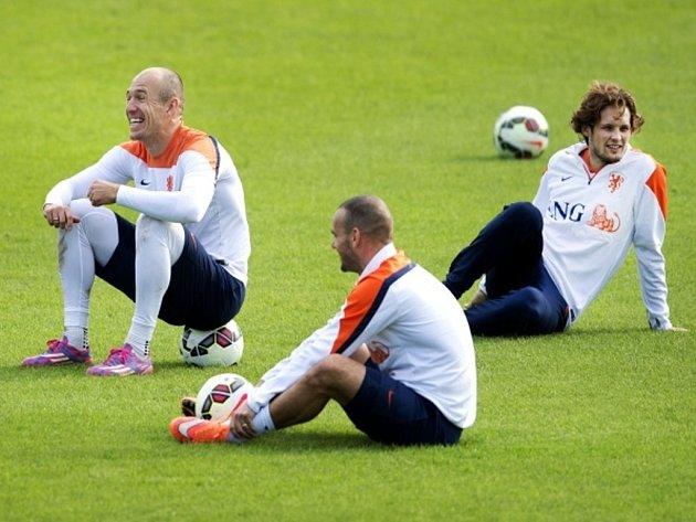 Fotbalisté Nizozemska (zleva) Arjen Robben, Wesley Sneijder and Dailey Blind na tréninku.