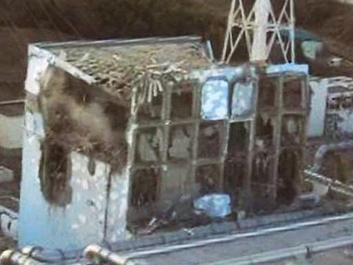Poničená elektrárna ve Fukušimě
