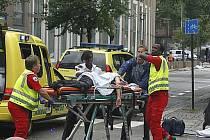 Vládní čtvrtí v centru norské metropole Osla v pátek kolem 15:30 SELČ otřásla mohutná exploze – policie oznámila, že šlo o výbuch bomby. Exploze si vyžádala přinejmenším sedm mrtvých a nejméně desítka zraněných je ve vážném stavu.