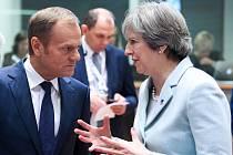 Předseda Evropské rady Donald Tusk a britská premiérka Theresa Mayová