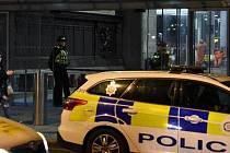 Útočník pobodal v britském Manchesteru trojici lidí