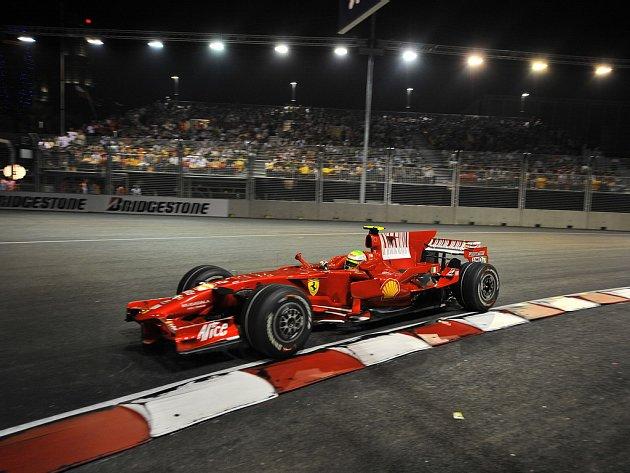 Kimi Räikkönen (Ferrari) při kvalifikaci na Velkou cenu Singapuru.