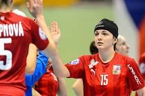 Švédsko - Česko 10:2. Oba české góly dala Natálie Martináková