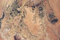 Snímek NASA ukazuje, jak vypadá tajemný geoglyf Marree Man z vesmíru