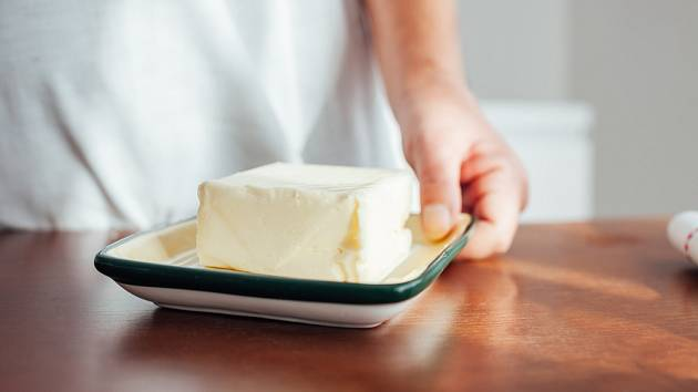 Dánská mlékárenská firma varuje, že na Vánoce bude máslo drahé a bude ho málo.