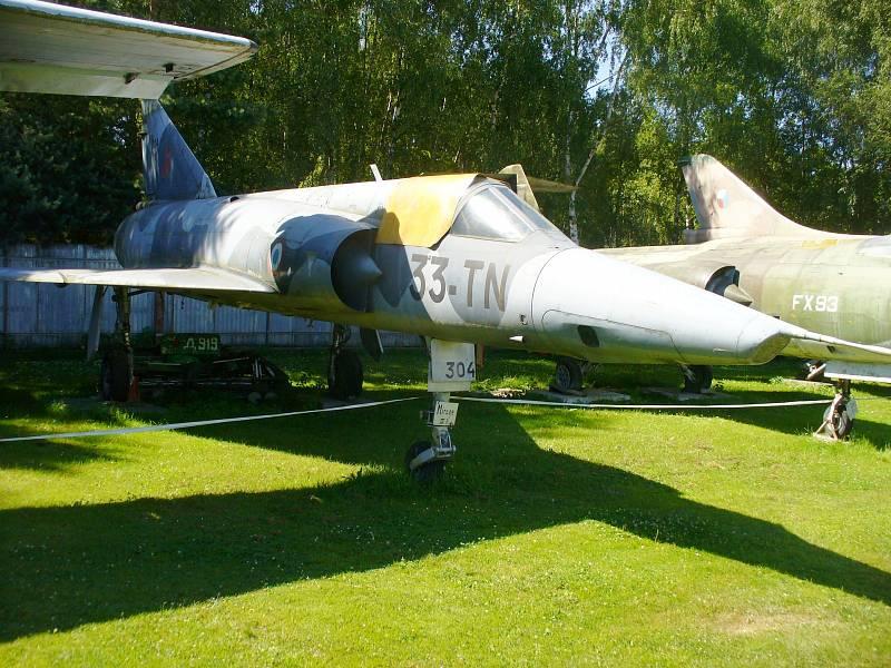 MIRAGE IIIR. Francouzská stíhačka Mirage IIIR je jediná svého typu, kterou můžete spatřit na území naší republiky