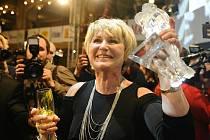 Od filmových akademiků dostala Eliška Balzerová Českého lva za vedlejší ženský herecký výkon, snímek Jiřího Vejdělka Ženy v pokušení však navíc získal i sošku pro divácky nejúspěšnější film roku 2010.