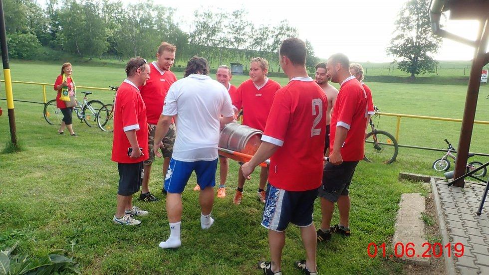 TJ Petrovice  IV.B tř OFS Znojmo. Ukončení sezóny a oslava titulu.