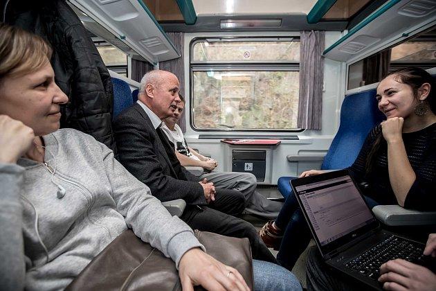 Prezidentská debata ve vlaku Deníku 20. listopadu na cestě z Prahy do Ústí nad Labem. Michal Horáček