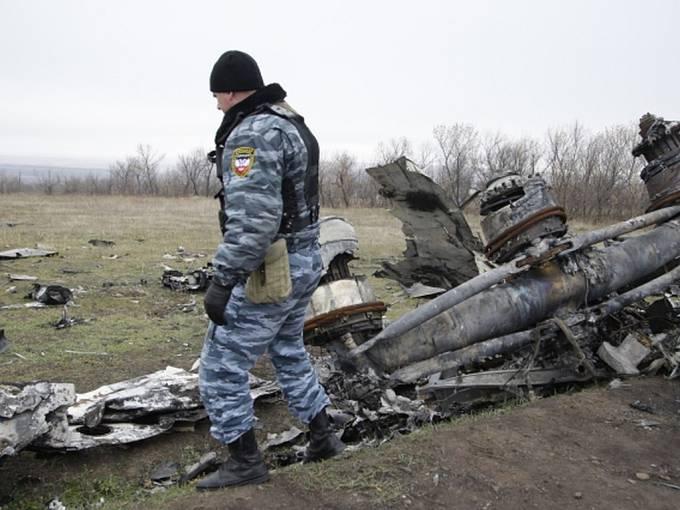 Trosky boeingu letu MH17 sestřeleného na východě Ukrajiny.