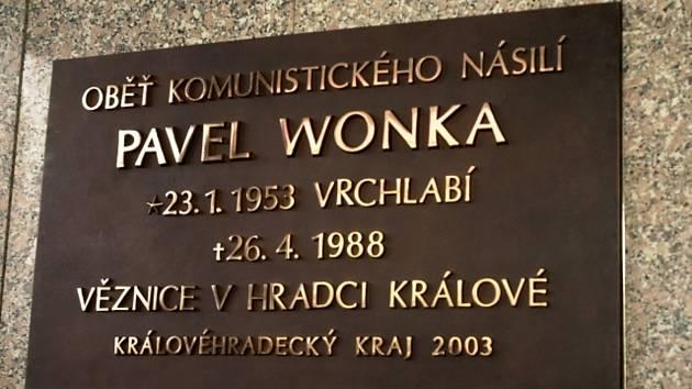 Pamětní deska věnovaná Pavlu Wonkovi. Ilustrační snímek