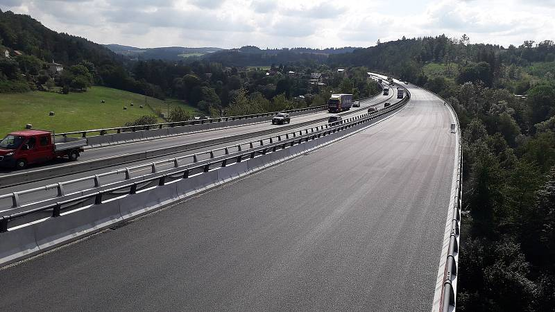 Dálnice D1, modernizace úseku Mirošovice - Hvězdonice