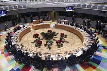 Účastníci summitu EU v Bruselu na snímku z 23. prosince 2019