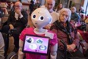Asistenční robot pro seniory Pepper