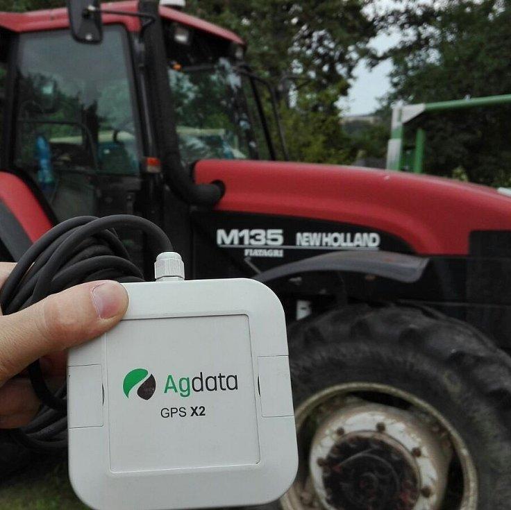 Pomocí čipů zlepší identifikaci obsluhy stroje, což v praxi znamená, že například větší zemědělský podnik získá možnost sledovat docházku zaměstnancůa jejich pohybu po pracovištích.