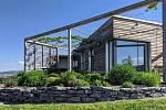 Architekti Aleš Brotánek a Jan Praisler z ABatelieru vytvořili projekt téměř pasivní přízemní dřevostavby v Chodouni.
