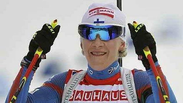 Vítězka Kaisa Mäkäräinenová z Finska.
