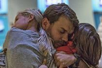 O tom, že ten největší boj čeká vojáka leckdy až po návratu domů z válečného pole, vypráví nejnovější film dánského scenáristy a režiséra Tobiase Lindholma Boj.