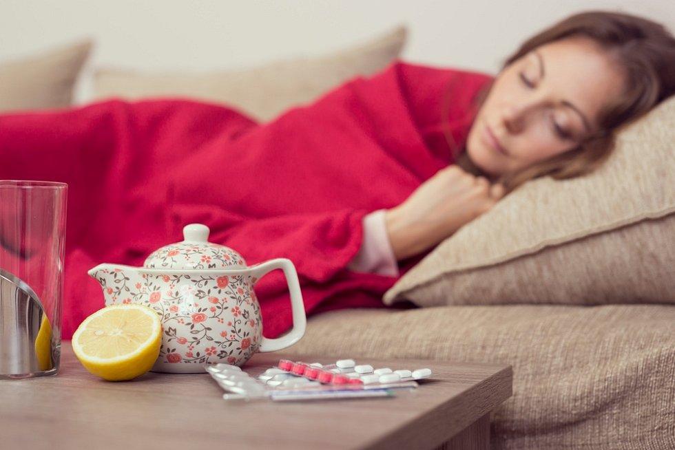 Léčba chřipky spočívá především v klidovém režimu, dostatečném přísunu tekutin a dostatečném doplňování vitaminů, které obsahují ovoce a zelenina či doplňky stravy.
