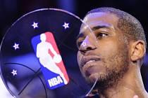 Chris Paul z LA Clippers s trofejí pro nejužitečnějšího hráče Utkání hvězd NBA.