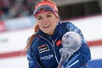 Gabriela Soukalová s malým glóbem za stíhací závod SP.