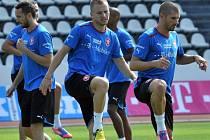 Čeští fotbalisté (zleva) Tomáš Sivok, Michal Kadlec a Jan Rezek na tréninku reprezentace.