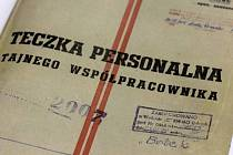 Složky, které mají dokládat spolupráci Walesy s polskou Státní bezpečností.