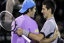Novak Djokovič (vpravo) nestačil na turnaji v Miami na Tommyho Haase.