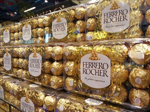 Švédskému řidiči kamionu zmizely přes noc čtyři tuny sladkostí od Ferrera.