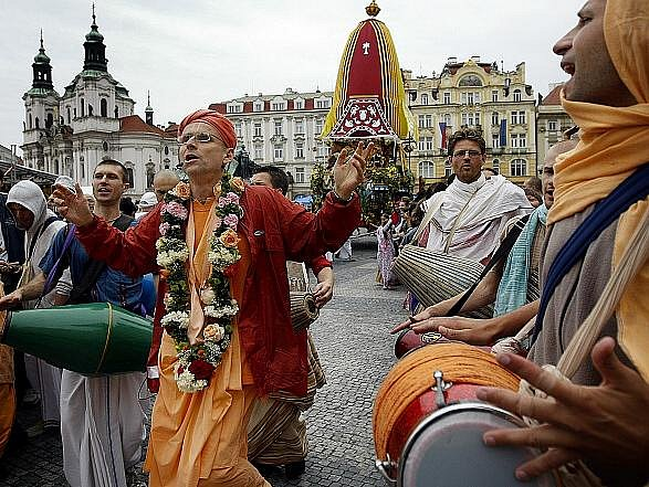 Indický festival Ratha Jatra, neboli festival ozdobených vozů vyšel 18. července z pražského Staroměstského náměstí.