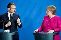 Emmanuel Macron během tiskové konference po setkání s německou kancléřkou vypadal bojovně, ale oba politici se ve většině hlavních názorů shodli.