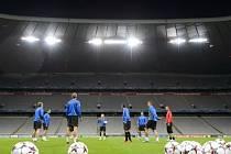 Hráči Viktorie Plzeň na tréninku v mnichovské Allianz Areně před zítřejším utkáním Ligy mistrů proti Bayernu Mnichov.