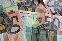 Řecko požádalo o aktivaci mezinárodní pomoci, na které se v březnu předběžně dohodlo s ostatními členy eurozóny a MMF. Cílem je vymanit se z těžké dluhové krize.