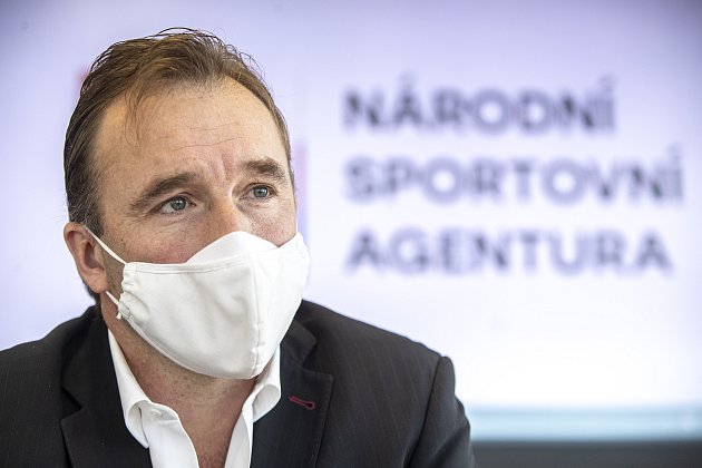 Milan Hnilička poskytl 8.prosince vPraze rozhovor Deníku.