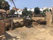 Pohled z pevnosti na veřejnou pláž u řeky, která odděluje Rabat od sousedního města Salé.