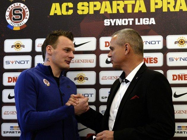 Jakub Řezníček (vlevo) a kouč Sparty Vítězslav Lavička