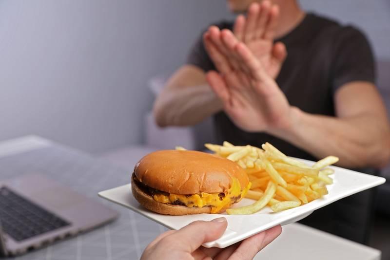 Nezdravé jídlo a alkohol mohou za nemocná játra Čechů