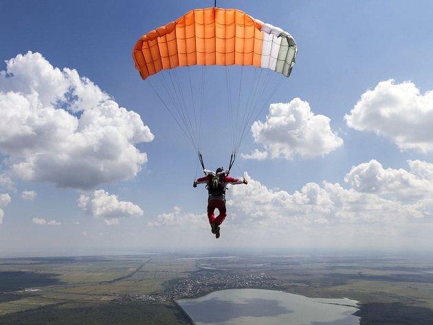Takzvané adrenalinové sporty jsou už několik let mimořádně populární. Jaký je však jejich vztah k cestovnímu pojištění? Poradíme.