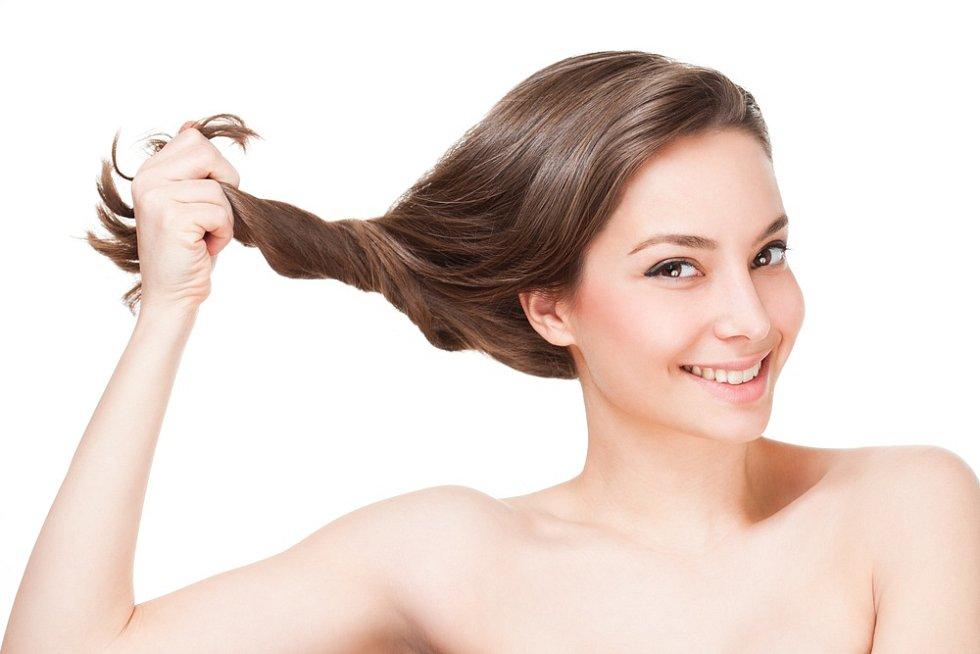 O vlasy je třeba řádně pečovat.